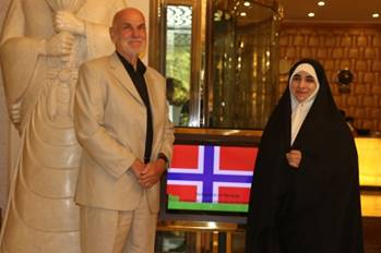 visiting-iran-trond-ali-linstad-being-awarded-irans-human-rights-prize-august-20184