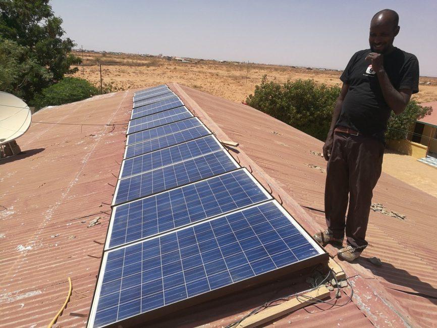 urtehagen-i-burao-sa-fint-med-solcellepanel-i-barnehjemmet
